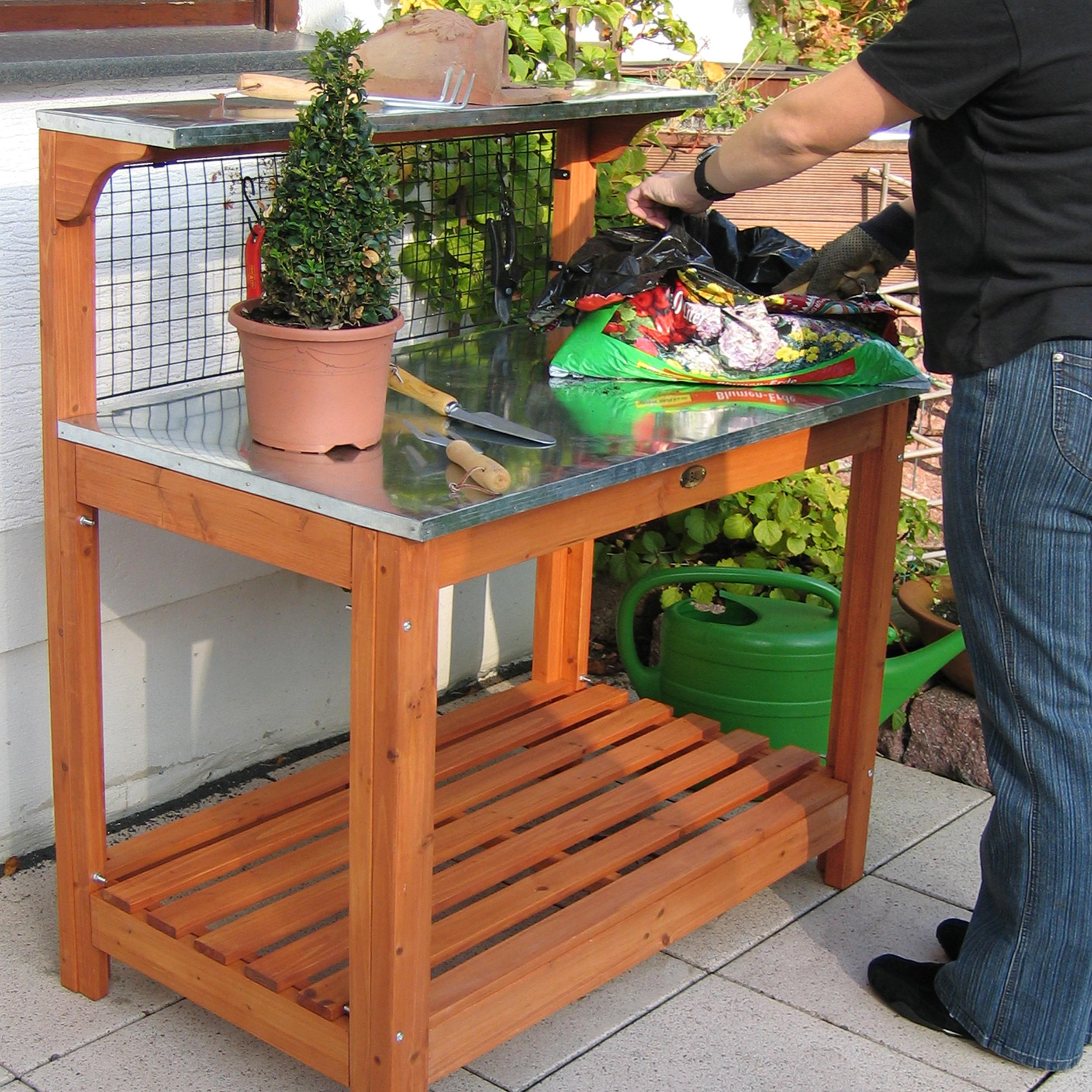 HABAU Gartentisch 695, Anwendungsbeispiel zur Gartenarbeit
